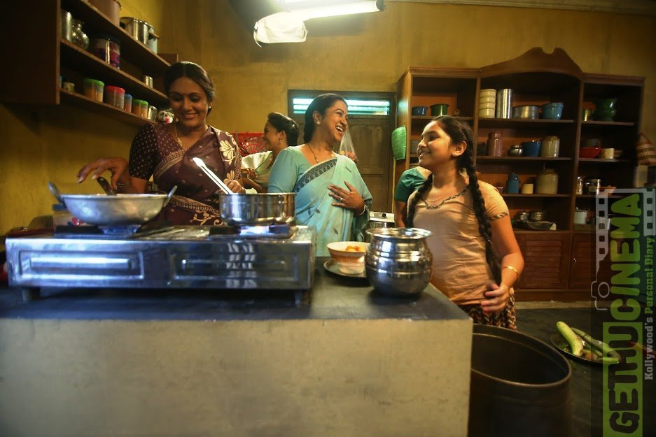Sangili Bungili Kadhava Thorae 2017 Movie images 3