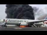 Паника и давка на борту горящего самолета в США: видео из салона