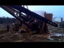 Гусеничный трактор т-170 в грязи. Вахта на севере. Лукойл.