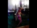 Ульяна танцует)