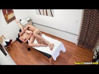 сперма миньет в массажном салоне дрочка порно