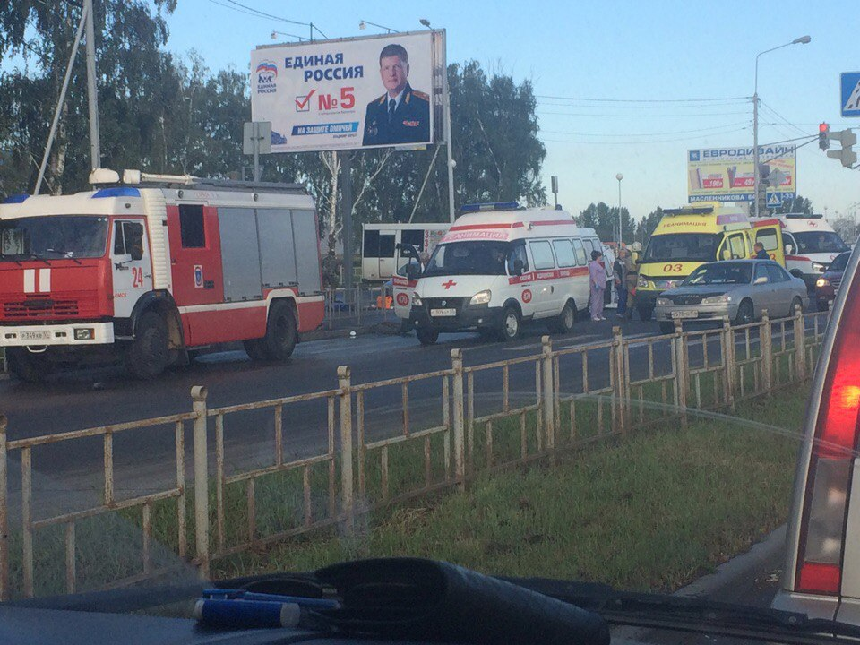 ВОмске наперекрестке перевернулась карета скорой помощи