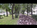 Демонтированные плитки и бордюрные камни в Москве на улице Космонавта Волкова в сквере возле дома № 7 9 июля 2017 года в 13 часо