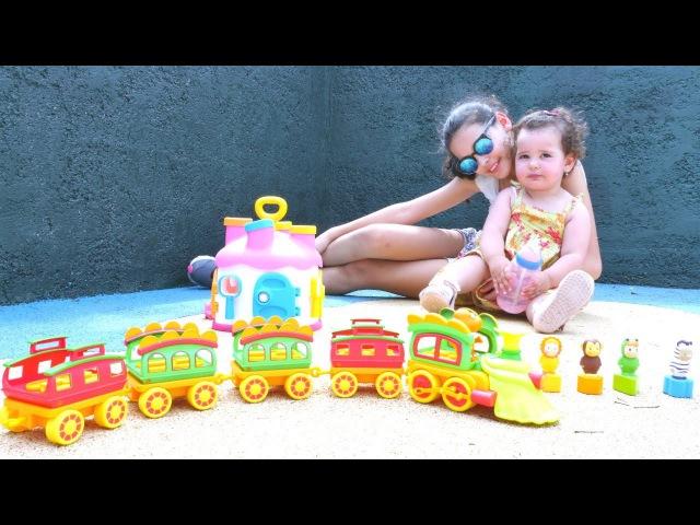 Bebek oyunları okul öncesi şekiller ve renkler öğreniyoruz! Eğitici tren. Bebek oyuncakları