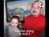 Папа делает прически дочке