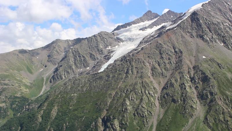 Донгу́з-Ору́н и ледник семерка