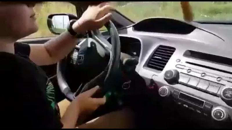 Я учусь ездить на машине хонда