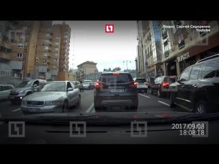 Видео взрыва авто в центре Киева