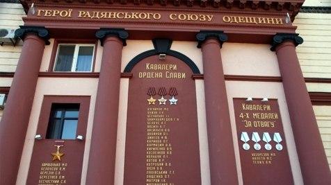 Порошенко прячет героическое прошлое Одессы за жёлто-голубыми шариками