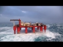 Нефтяная платформа - шторм в океане
