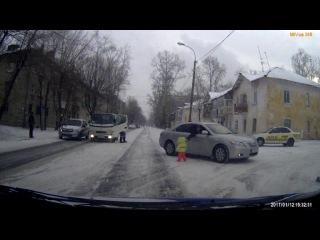 Ребенок на дороге. GuberniaTV