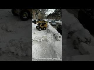 В Новосибирске не чистят снег! Люди уже сами садятся за рычаги тракторов и чистя ...