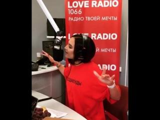 Ольга Бузова поет в студии Love Radio