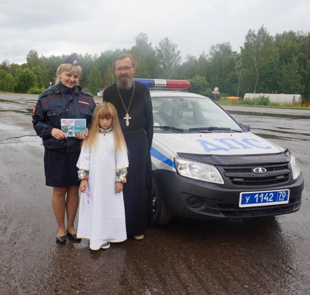 Сотрудники полиции совместно с представителями РПЦ призвали водителей соблюдать скоростной режим на трассах