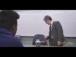 Учитель вошёл в класс и поставил на стол перед учениками пустую банку...