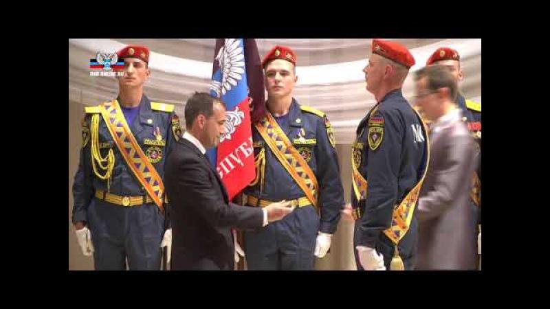 Церемония крепления к древку полотнища Знамени Академии гражданской защиты МЧС...