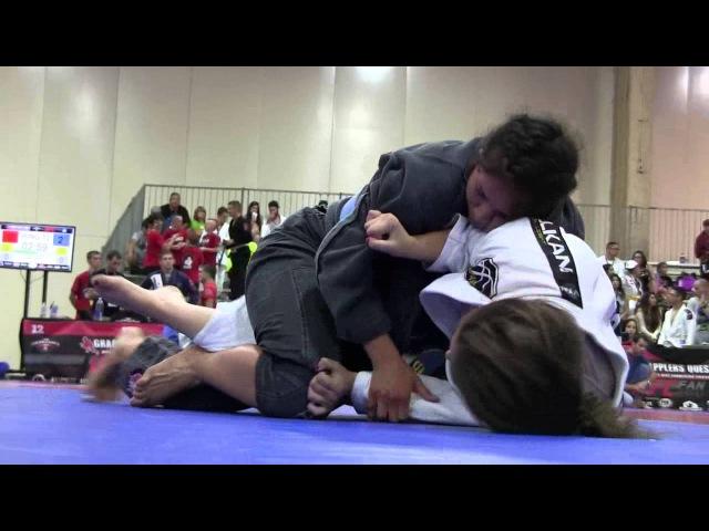 Stephanie Frausto (Team Jorge Gurgel) vs. Sarah Jones (Art of Jiu Jitsu Academy)