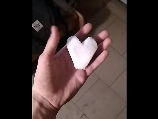Разбитое сердце из снега