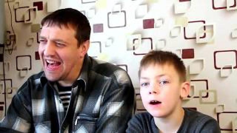 Отец с сыном ждут освобождения мамы с зоны