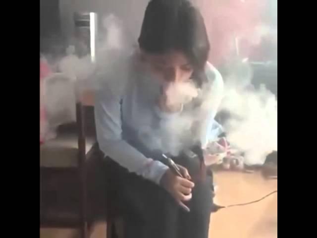девушка курит кальян ВОТ ЭТО ЧЕТКО
