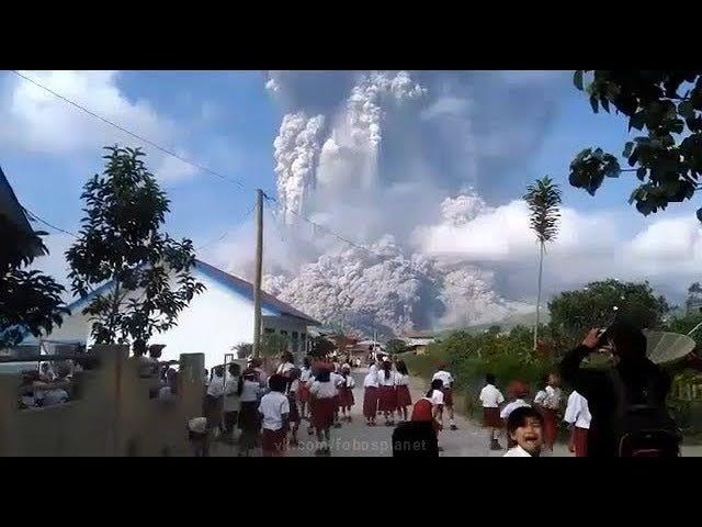 Мощное извержение вулкана Синабунг Индонезия | Huge Sinabung eruption, Indonesia