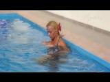Старшая сестра плескается в бассейне (Girls Teen Boobs Tits Секс Порно Попка Сиськи Грудь Голая Эротика Трусики Ass Соски 1080)