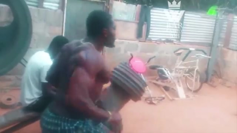 AFRICAN Bodybuilders Training in REAL STREET GYM