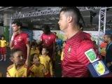 Cristiano Ronaldo Abraça Crianças antes do Jogo com o Gana em Brasilia