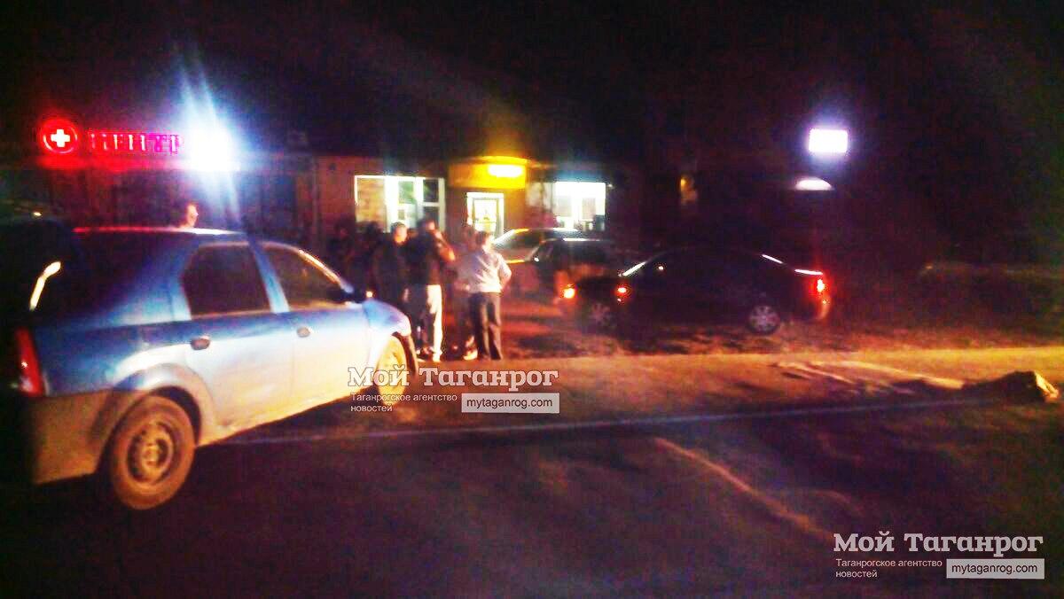 Под Таганрогом Renault LOGAN протаранил скутер, есть пострадавшая