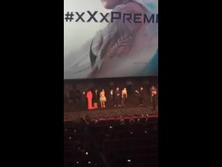 Nina Dobrev com Ruby Rose, Vin Diesel, Deepika Padukone e o elenco de 'xXx: Reativado' no palco do Cineworld. #xXxPremiere [10/0