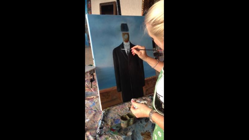 Лика Костромина пишет картину на мастер-классе