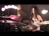 Девушка на барабанах исполняет песню Enter Sadman Metallica.mp4