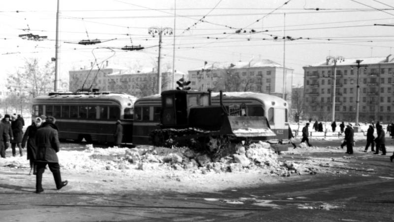 Как зимовали запорожцы в советские времена и теперь - фото 😁👍🌨☃️⛄️❄️💨😊😉⛷