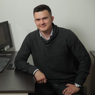 Павел Артамонов