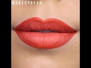 Потрясающий макияж губ. Нравится?