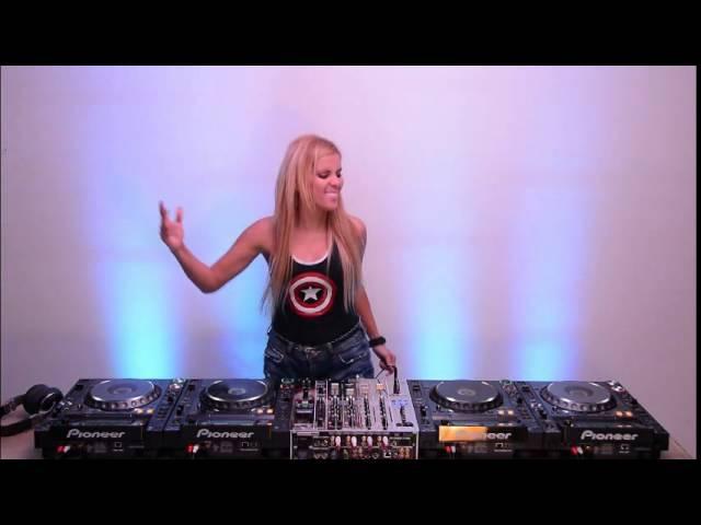 Andrea Ferratti Mixing On 4 CDJs Vol 1 Woman dj