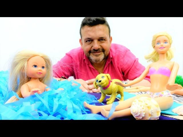 Juegos de playa 💏 Barbie y su novio Ken toman baños de sol 🌞🌊🦀 Vídeos de primaria el mundo submarino