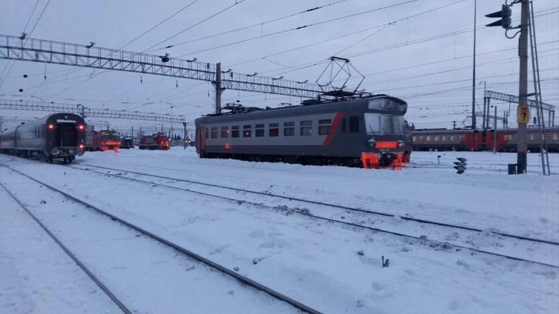 Электромотриса МВЭ-01 на станции Новосибирск-Главный.