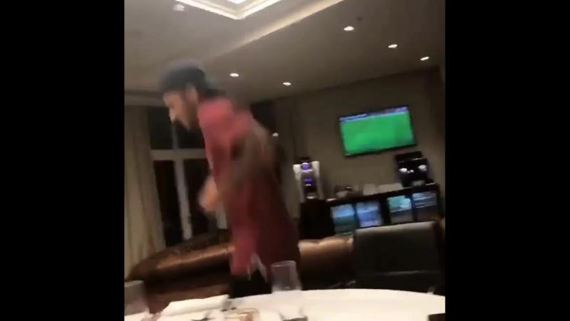 Неймар спел бразильскую песню во время первого ужина в ПСЖ.