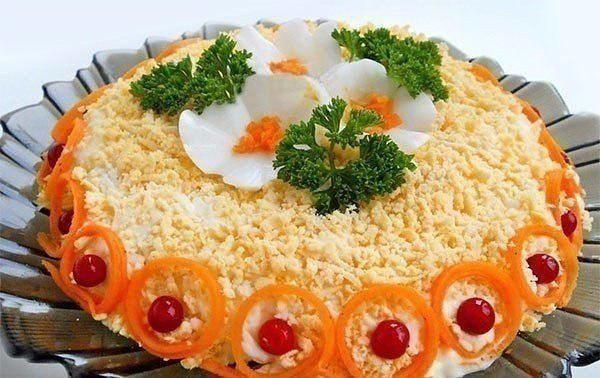 "Салат ""Бунито"" Ингредиенты: ● куриное филе - 250 г; ●"