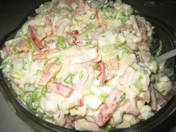 Очень вкусный - салатик Берлинский Ингредиенты: ●2 яйца ●1 перчик