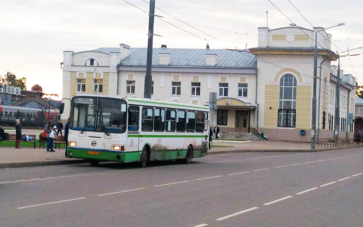 Автобус №15. Остановка: Ж/д вокзал (посадка)