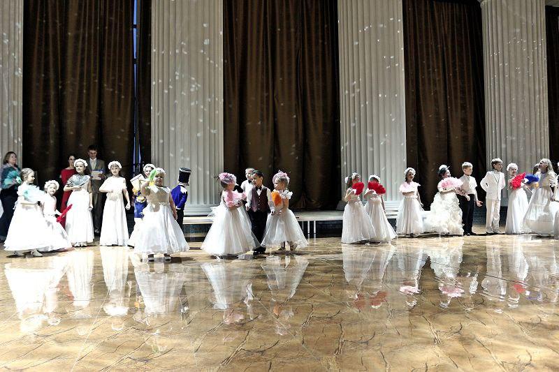 ВКазани проходит Сретенский бал православной молодежи