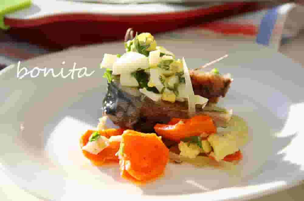 Запеченная скумбрия с овощами в микроволновке за 5 минут