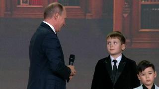 Путин пообщался с юными географами