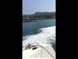 Прогулка на яхте в море