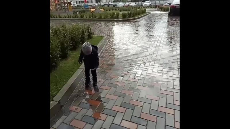 Почему бы не попрыгать по лужам под дождем?😀 Конеч... Погода в городах России 14.09.2017