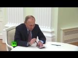 Президент России Владимир Путин вручил российский паспорт Стивену Сигалу