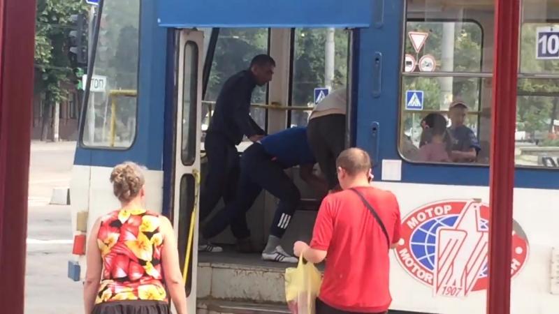 В центре Запорожья мужик выстрелил в женщину