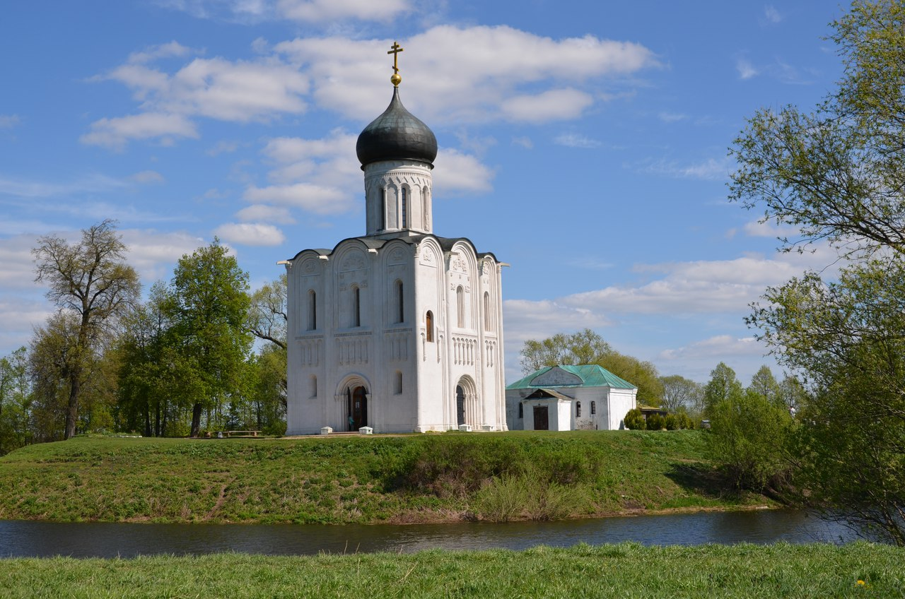 GwkVIf6tjI0 Боголюбово монастырь и Храм Покрова на Нерли.